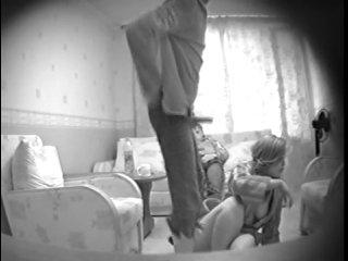 skritaya-kamera-v-kazarmah